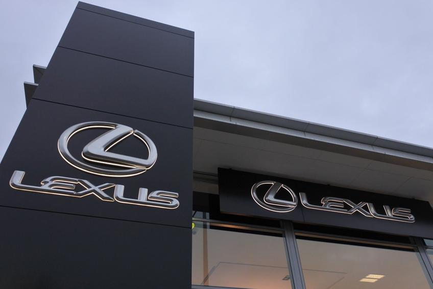 Aurillac Auto Expertise - Aurillac - Innovation technique : Lexus introduit des rétroviseurs extérieurs digitaux sur la Lexus ES